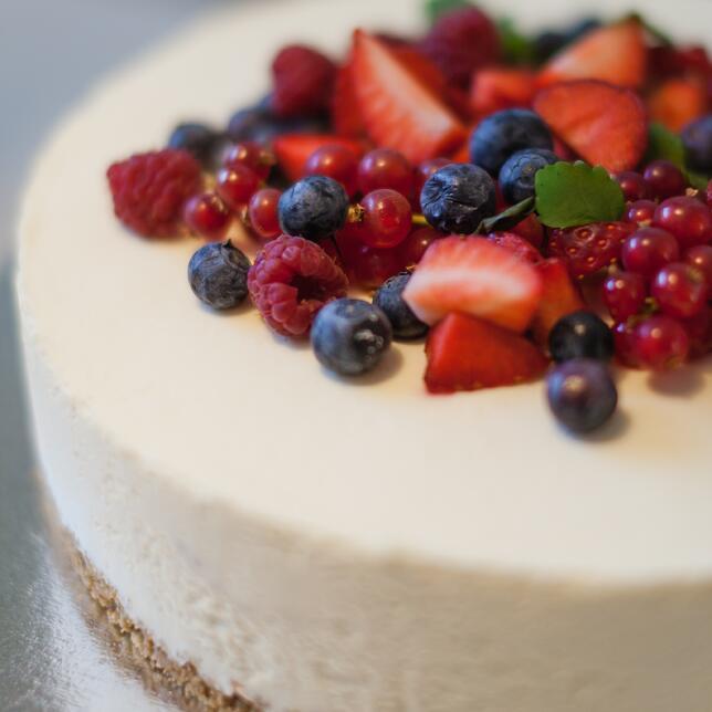 cheesecake s jahodami RACIO