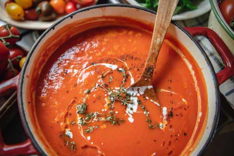 Polévka z rajčat a černých fazolí RACIO